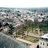 ブールジュの大聖堂北塔から見た大司教庭園