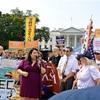 不法移民強制送還の猶予撤廃、全米で抗議デモ    訴訟の動きも