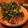 マンボ飯店の炙りとろしめサバと水菜とパクチーのサラダ花椒ソース