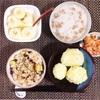 さつまいもあずき炊き込みごはん、じゃがいも塩煮、とろろ納豆、バナナヨーグルト。