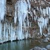 岩肌に現れる巨大な氷のカーテン 木曽町「白川氷柱群」