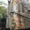 【兵庫県高砂市】B級スポット!日本三奇のひとつ「生石神社の石の宝殿」は水に浮かぶ奇妙な巨石でした。