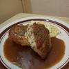 フライパンで鶏胸肉をしっとりさせる。