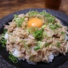 簡単にできる絶品丼物レシピ「豚バラとえのきの甘辛炒め丼」