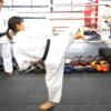 「後ろ回し蹴り」の蹴り方・テクニック|平岡琴選手による後ろ回し蹴りの基本と応用を学ぼう