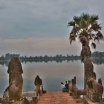 「スラ・スラン(Sras Srang)」~王の沐浴場だった広大な人工池からの夕陽をと思ったが・・・。
