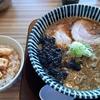 【ラーメン探訪記】らぁ麺おかむら:せあぶらっく+しっ鶏チャーシュー丼