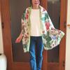 コートの代わりにストールを着る|いちごとリスの絵画が可愛いコットンシルクストール