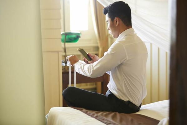 夕食無料に全室タブレット完備! 進化するビジネスホテルの最新事情と直前予約のコツ