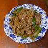 幸運な病のレシピ( 1557 )朝:牛肉の炒め(青椒肉絲風)、鮭、塩サバ(麹)、味噌汁