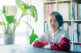 「ひとり」と目が合う本をつくる。『文藝』など手掛けるブックデザイナー・佐藤亜沙美さん