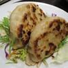 【丸の内】青山の鉄板中華の人気店のでっかい餃子が気軽に味わえる「水蓮月(ロータスムーン)」