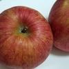 朝食にりんごを食べる