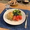 チーズパンにポテサラ、ベビーリーフとトマト、(ぶり、ポテサラ、オクラの胡麻和え、そばとうどん)