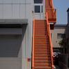 オレンジ色の階段