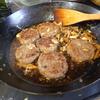 幸運な病のレシピ( 1838 )朝 :和風ハンバーグ、新巻鮭、味噌汁、マユのご飯・食事風景