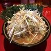 【今週のラーメン3304】厚木家 (神奈川・厚木)  ネギチャーシューメン +  のり 〜さすが直系のスープパンチ!迫力と心意気の葱叉焼麺!