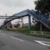 歩道橋と踏切/北海道白老町