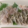 太刀魚は脂がのっててうまい 刺身と炙りを半分ずつにしてもらって食べる