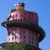 龍の塔はインパクト大!ピンクのドラゴンタワー。(ナコンパトム/ワット・サームプラーン)