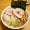 太ちぢれ麺の背油魚介中華そば