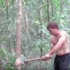原始時代を再現した生活を送るオーストラリア人男性の動画が話題に! これで遭難しても大丈夫?