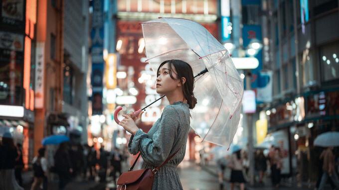 雨の日のポートレート撮影 – ドラマチックな撮り方と表現のアイデア