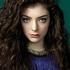 第116回【おすすめ音楽ビデオ!】Lorde(ロード)というニュージーランド出身のシンガー・ソングライターに、YouTubeで出会う!音楽ビデオがおすすめ、アンド、生歌のライブも良かった!…と、みんなものすごく若いんだよねー、最近こうして映像で見つける人たち。しかも、「成熟している」!のは、人間なのか文化背景なのか!を問いたいです!ボーナス・トラックは、日本の「成熟した」アーティストです!