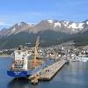 【アルゼンチン・ウシュアイア港】晴天に恵まれた、世界最南端の都市の港