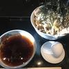 食歩記 大手町 港屋2 星のや東京1Fにあるシックな立ち食い蕎麦屋さんで、冷たい肉蕎麦をラー油入りピリ辛つけ汁で