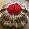着られなくなったセーターの活用法。丸ヨークのセーターをリメイクして、お鍋の保温カバーを作りました。