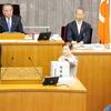 臨時議会、開会前に自民党会派に申し入れ。議長に吉田栄光議員、副議長に柳沼順子議員が選出されました。新常任委員会は企画環境常任委員会所属に。