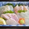 長湯温泉グルメ:鮮魚店主の営むサービス満点具たくさん料理の【おがた大衆食堂】にて刺身定食を始め、カツどん、カツカレー、親子丼、ちゃんぽんなどを頂く。