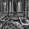 【お風呂場のカビ】超簡単♪塗るだけで頑固な黒カビを真っ白にする方法