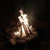 ブッシュクラフトキャンプ中の火起こし