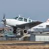 大阪八尾空港にて小型プロペラ機の流し撮りの練習。