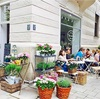 閑静な街角に佇むお花屋さんカフェ