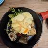 CHEESE KITCHEN RACLER(チーズキッチンラクレ )新宿店で、お肉のラクレットチーズがけをいただく、ハイジも食べたのかな。