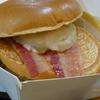 北海道産ほくほくポテトとチェダーチーズに焦がし醤油風味の特性オニオンソースが効いたジューシービーフバーガー(仮)