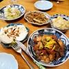 今日の晩ごはん:うどのサラダ、うどの皮のきんぴら、モッツァレラブファラなど。