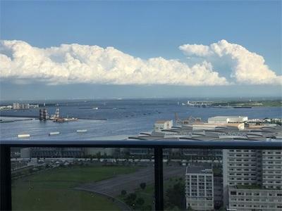 空を見ると〜モクモクした雲、虹、ブルーインパルス〜