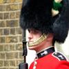 イギリス近衛兵が使っている円筒形の毛帽子は何ですか。