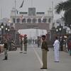 印パの国境は意外とお祭りムード❗️ワガーボーダーのフラッグセレモニーを見た‼️