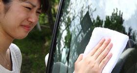 窓ガラスのムラは新聞紙で本当に消える? かんたんクルマお掃除術