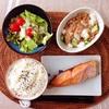 焼き鮭、とろろきゅうり納豆、レタスサラダ。
