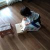 1歳半の娘のためにダンボール滑り台(?)を作りました