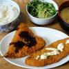 今日の食べ物 朝食に鯵フライと白身魚フライ