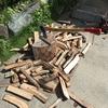 夏の日の薪割りは要注意