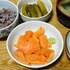 今日の食べ物 朝食にサーモン刺身 昼食にタイカレーうどん
