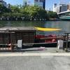 大阪の街を川の上から眺めた